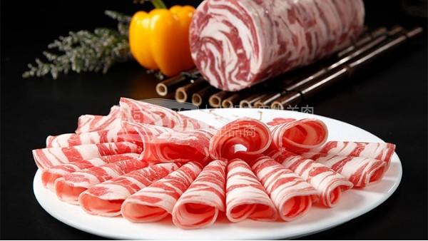 吃涮羊肉卷是先放肉还是先放菜?